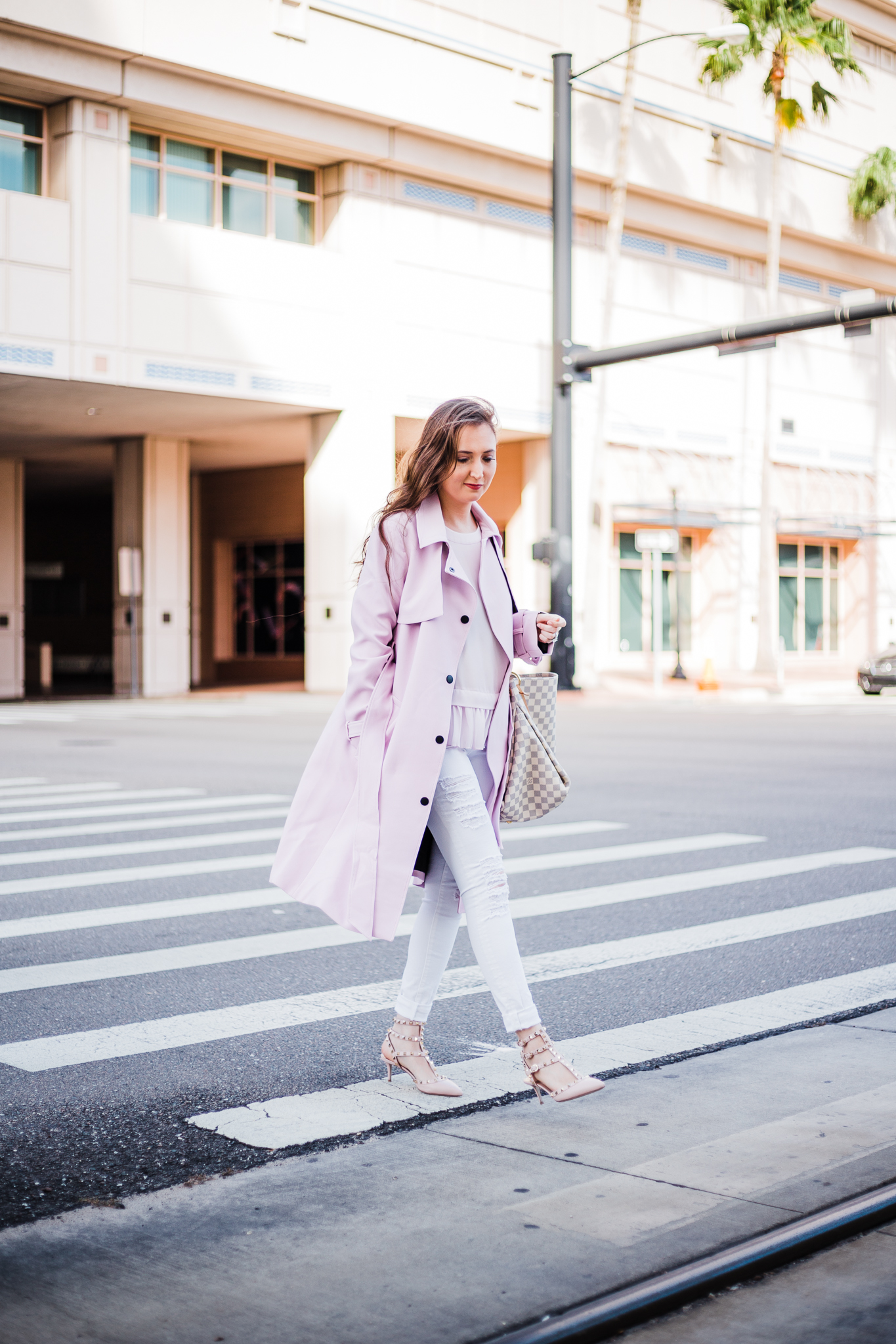 How To Style White Jeans With 5 Simple Outfits, pink trench coat