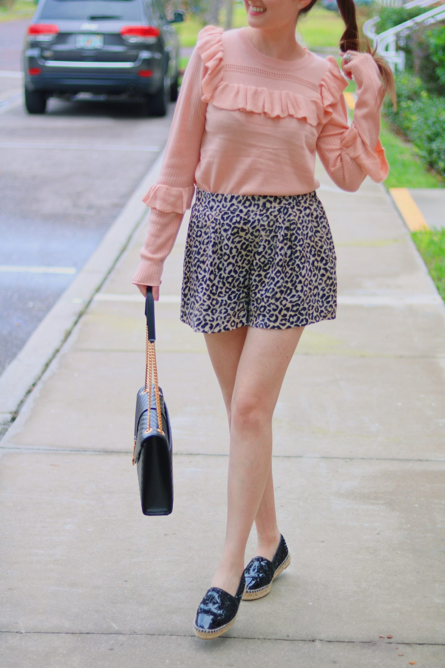Pink and leopard are a perfect match| pink sweater, blush sweater, leopard shorts, Chanel espadrilles, saint Laurent shoulder bag, Louis Vuitton agenda mm, fall fashion, pink and leopard