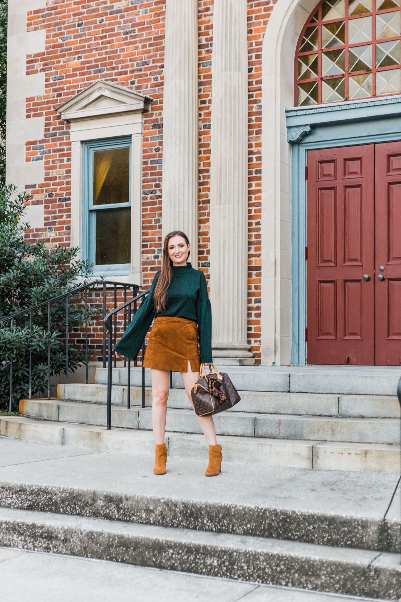 Sparkly green sweater and suede skirt, sparkly sweater, sparkly green sweater, blanknyc suede skirt, blanknyc suede miniskirt, vionic Ronnie booties, Louis Vuitton speedy 30