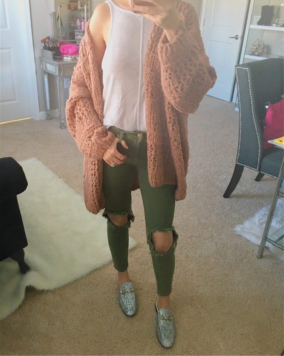 November Instagram Outfits Recap, Black Friday deals, Black Friday 2017, free people busted knee jeans, free people olive green jeans, free people Saturday morning cardigan, free people sleek n easy tank, Gucci Princeton glitter mule