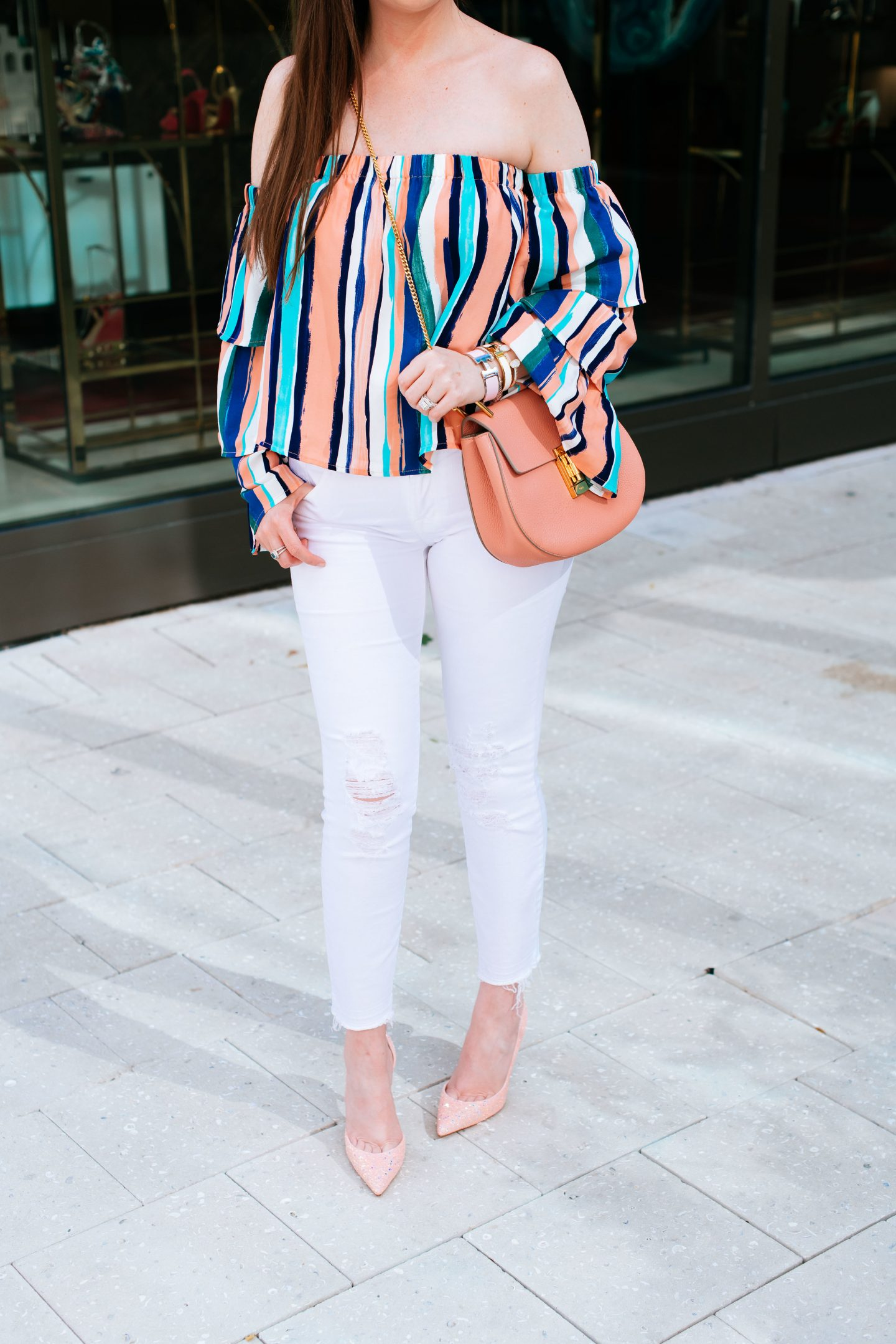 How To Style White Jeans With 5 Simple Outfits, striped top and white jeans