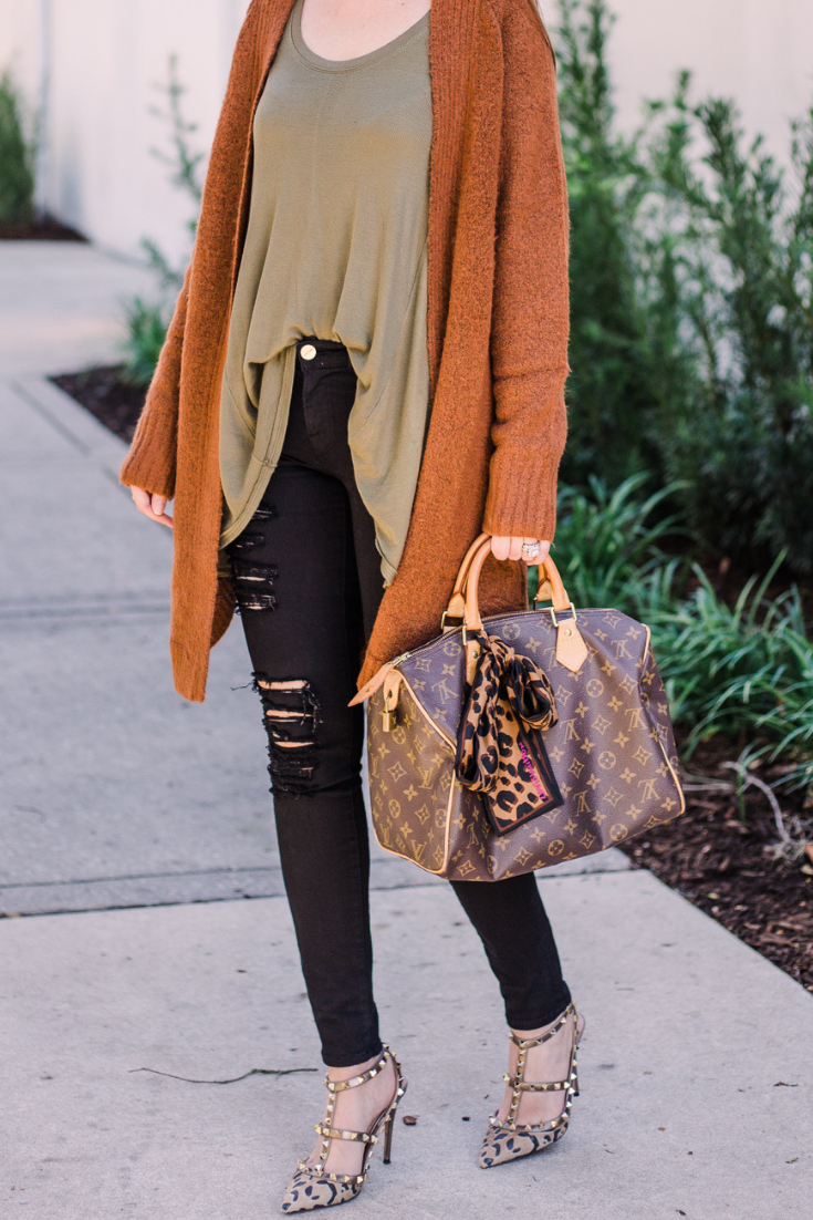 what to wear in fall when its hot, what to wear in fall when its warm, fall fashion 2018, fall fashion in warm weather, fall fashion when its hot, hot fall, valentino leopard rockstuds, olive green and tan outfit, fall outfit, fall outfit 2018, layered look, burnt orange cardigan, louis vuitton speedy 30 monogram