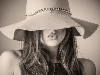 brunette girl in floppy hat