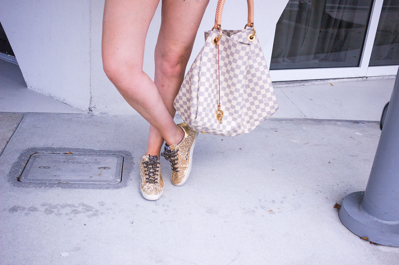 golden goose sneakers review | why you need dirty sneakers | Louis Vuitton artsy | Gucci glitter sunglasses | Golden Goose sneakers| golden goose gold glitter sneakers | golden goose glitter sneakers